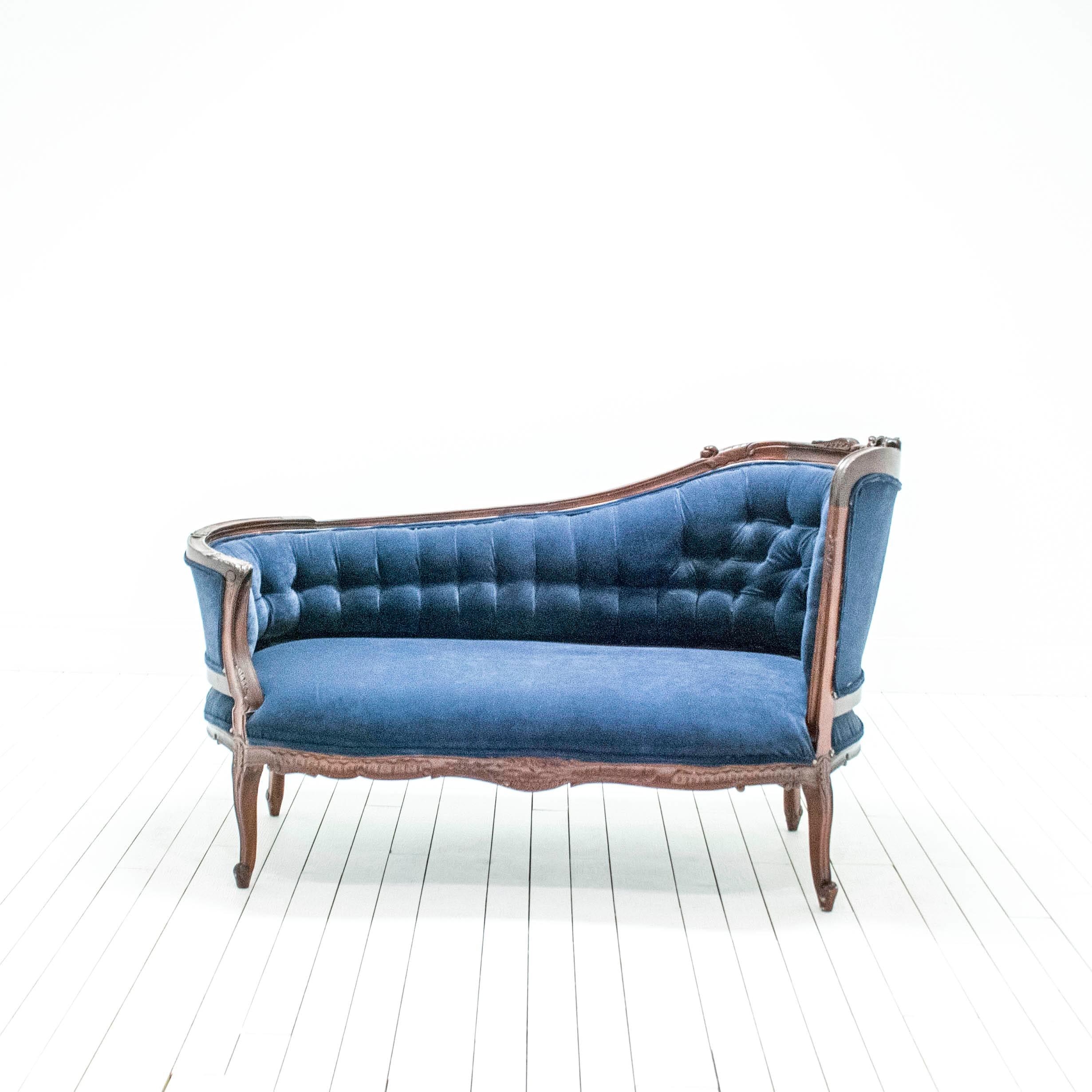Cornelia Fainting Sofa