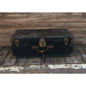 Vintage Black Medium Trunk