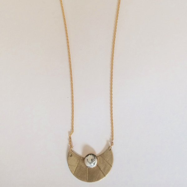 Howlite Lune Necklace