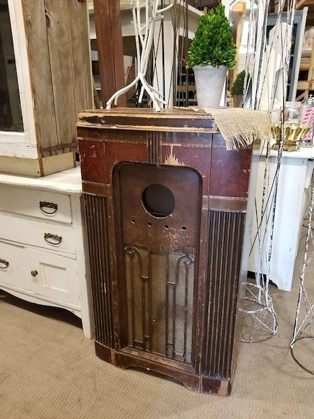 Radio - Tall Vintage Box