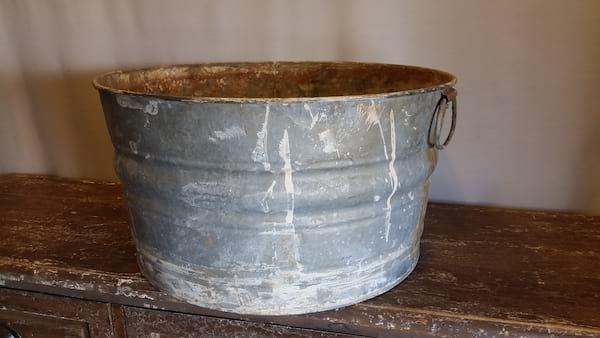 Tub - Galvanized Round Rusty