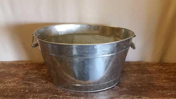 Tub - Galvanized Large Oval w/Wood Handles