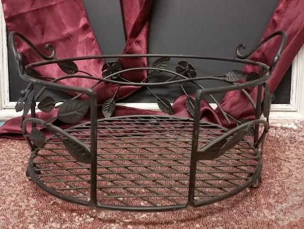 Plate Holder - Large Black Metal Vine