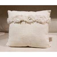 Pillow - Linen with rosette pearl accent