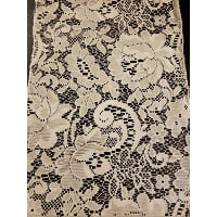Runner - Lace Floral Paisley Leaf