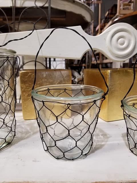 Vase - Medium Glass Chicken Wire w/Handle