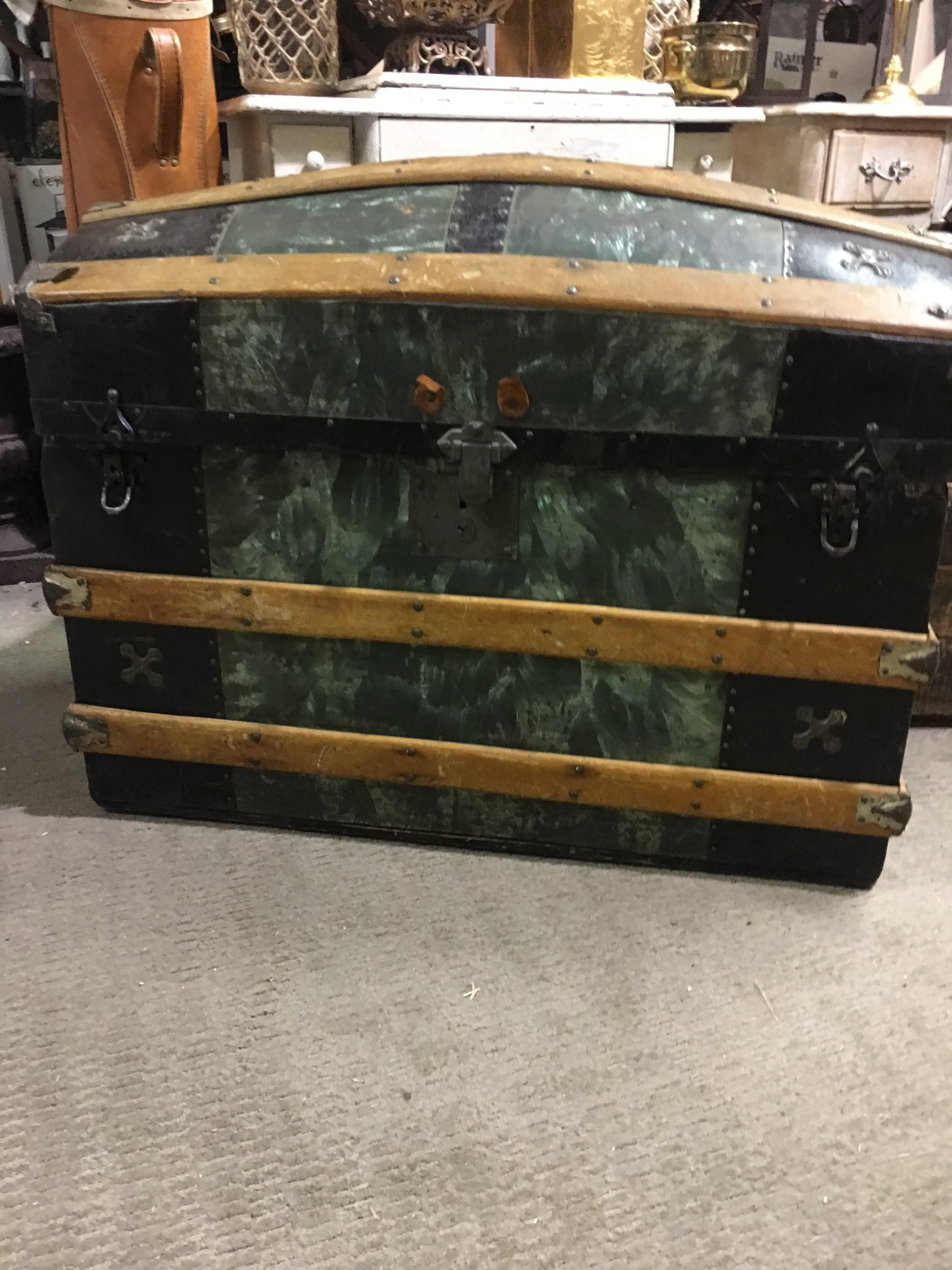 Trunk - Green Round Top