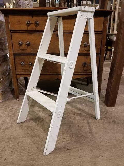 Ladder - White step ladder 2 Step