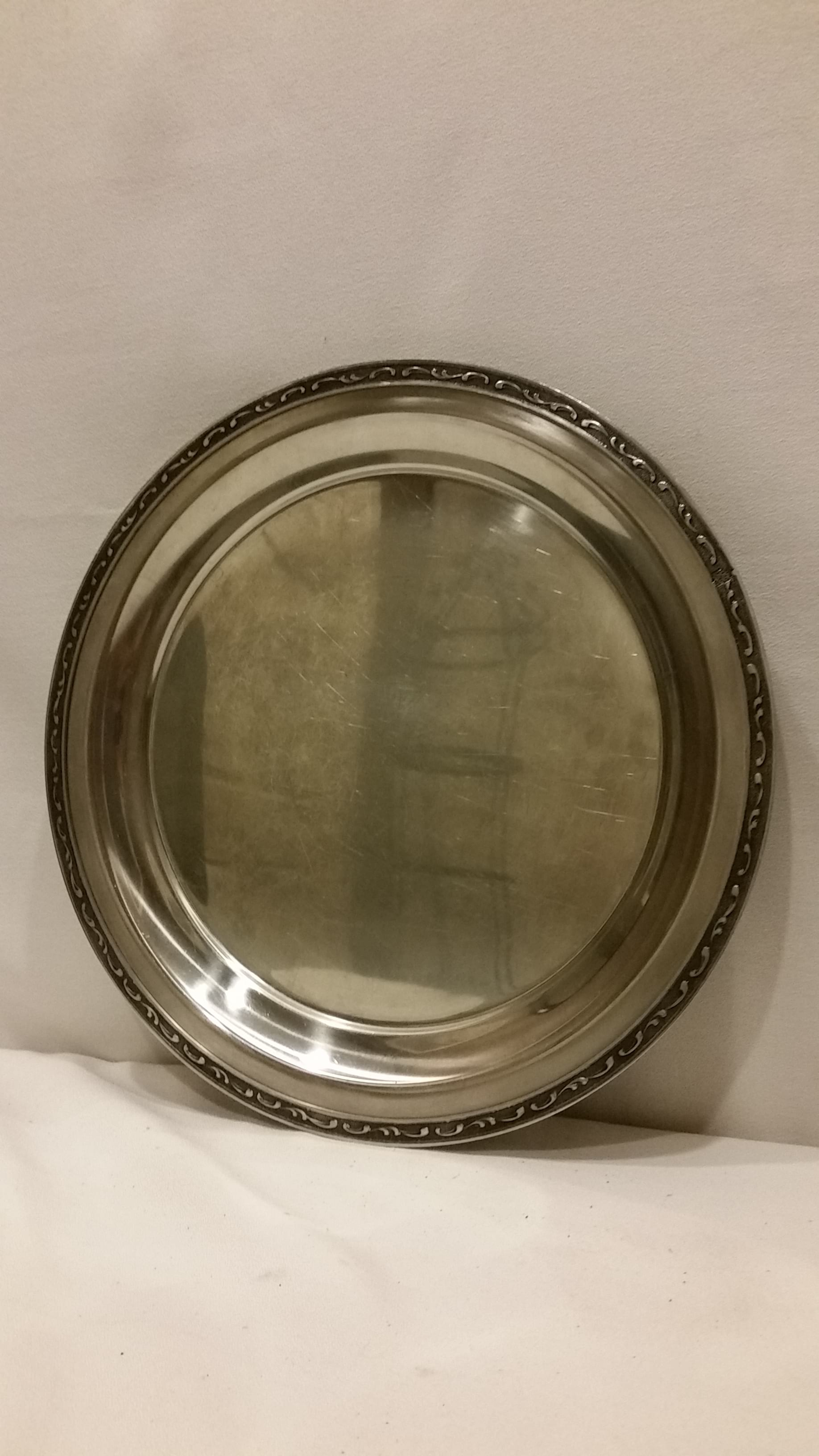 Tray - Silver Round Medium Grey Edge