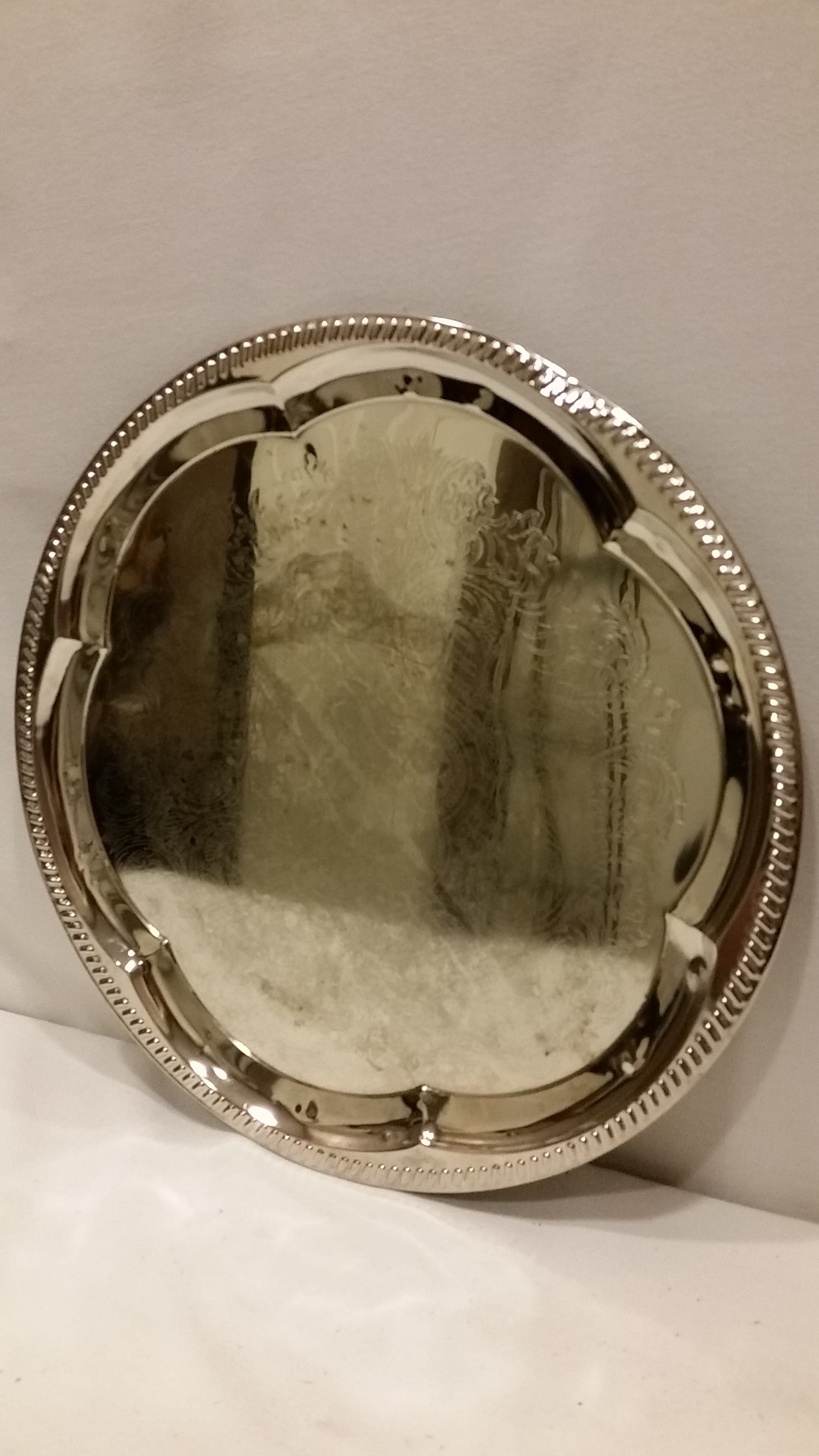 Tray - Silver Medium Scalloped Inner Edge