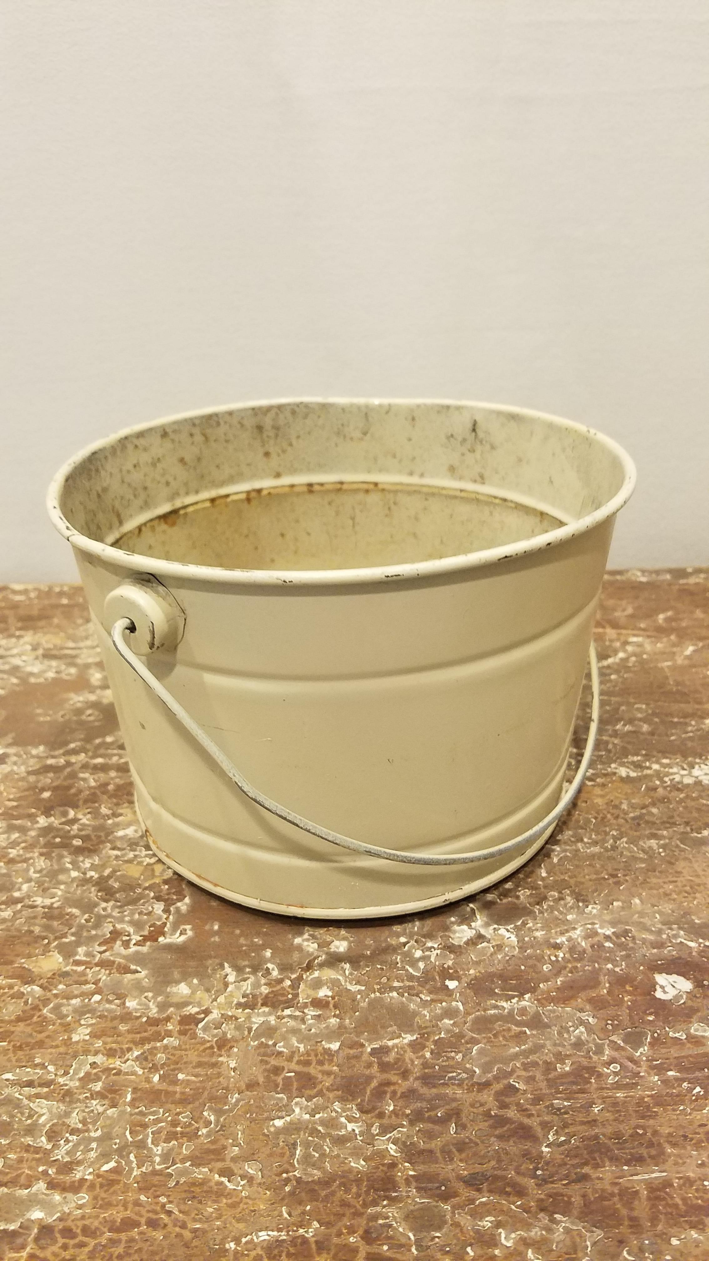 Bucket - Medium Cream w/Handle