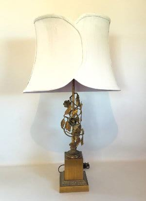 Lamp with gold roses