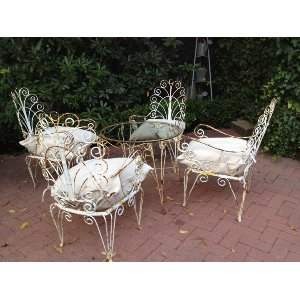 Scolly Metal Chairs and Table