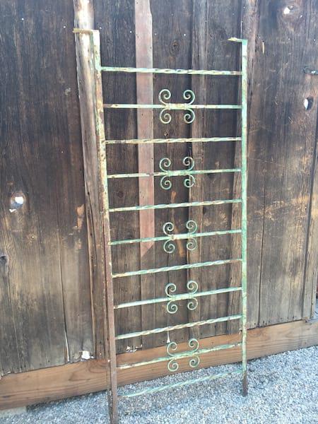 GEORGIA Green iron fencing display