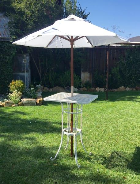 UMA COCKTAIL TABLE WITH UMBRELLA