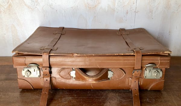 SANSA LEATHER SUITCASE