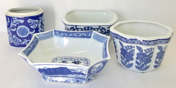 ASSORTED BLUE AND WHITE CONTAINER