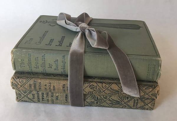 BLUE/GREEN BOOK SET WITH RIBBON