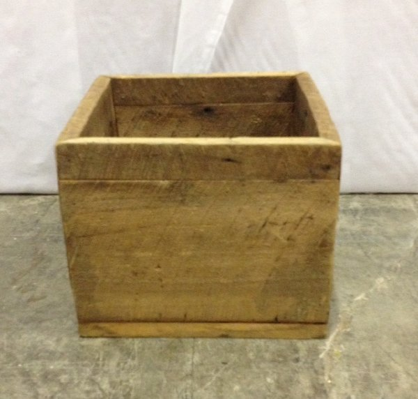 """Vintage """"Bradon"""" Wooden Box"""