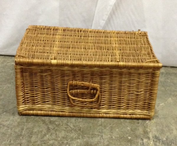 Picnic Basket with Lid