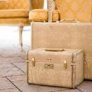 Cream Vintage Suitcase Trio