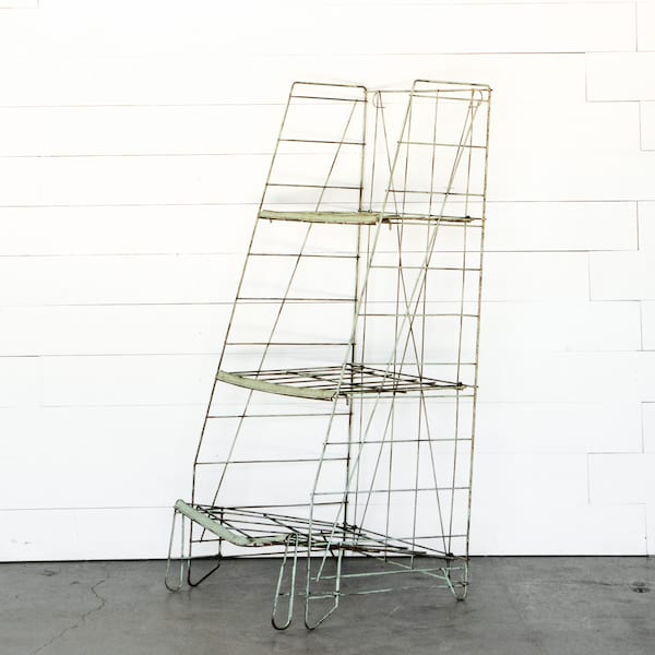 Chippy Green Wire Rack