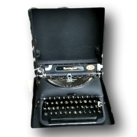 Vintage Typewriter (No Case)