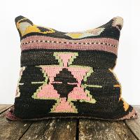 Vintage kilim pillow (pink)