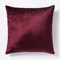 berry velvet pillow (a)