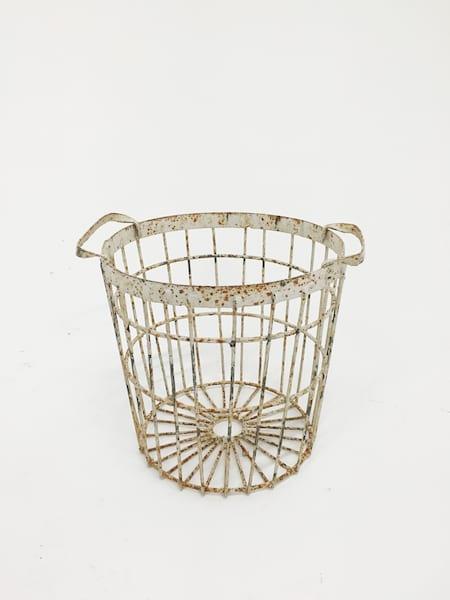 chippy white basket