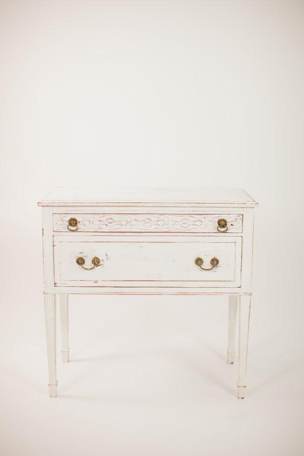 leah table