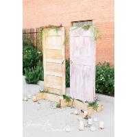 Free-standing door base