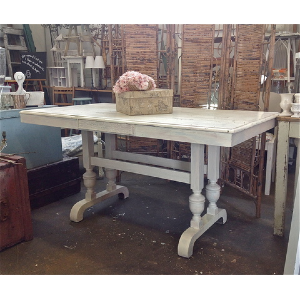 Chantilly Dining Table