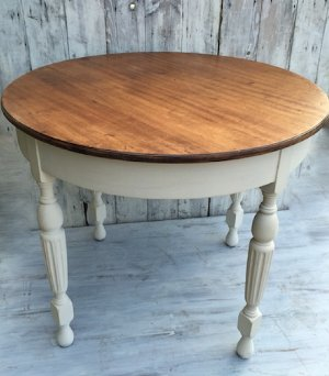 Fontainebleau Table